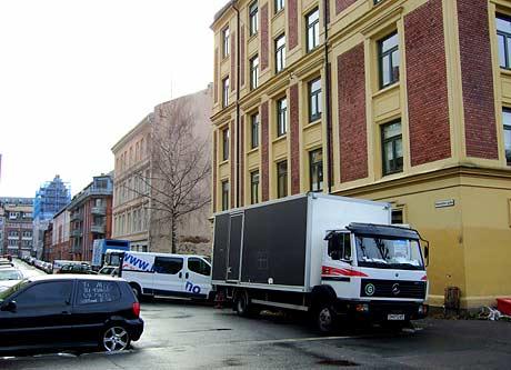Filmteamets biler stjal alles parkeringsplasser.