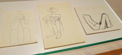 At Aase Texmon Rygh kan tegne er det ingen tvil om. Her noen skisser fra salen med de eldre verkene. Foto: Oda Bhar.