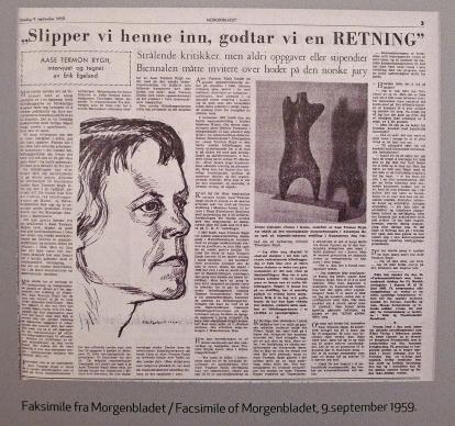 Om de stadige refusjonene skal en kollega ha sagt til Aase Texmon Ryghs mann: «Slipper vi henne inn, godtar vi en retning!» Her en faksimile fra Morgenbladet, 1959. (Foto fra utstillingen: Oda Bhar.)