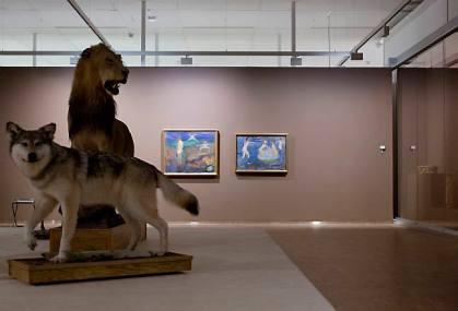 Utstoppede dyr stjeler showet fra Munchs malerier. Foto: Fredrik Bjerknes (Dagsavisen)