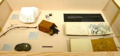 Monter med eksempler på Munchs tegning og tegneredskaper. Foto: Oda Bhar.